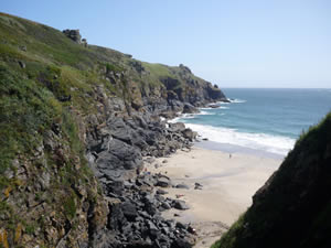 The coastal path at Lizard to walk during your cottage holiday in Cornwall